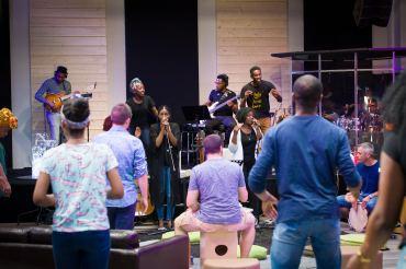 Free Worship ambiance